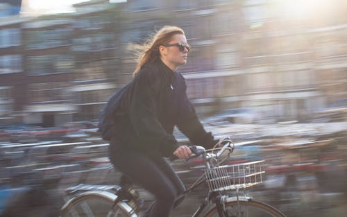 Immagine gratuita di bicicletta, città, persona, ragazza