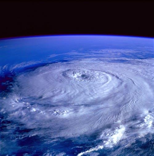 Foto stok gratis air, angin ribut, angin topan, angkasa