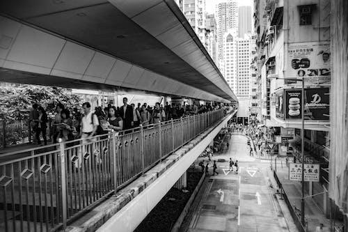 Fotos de stock gratuitas de acero, arquitectura, blanco y negro, calle