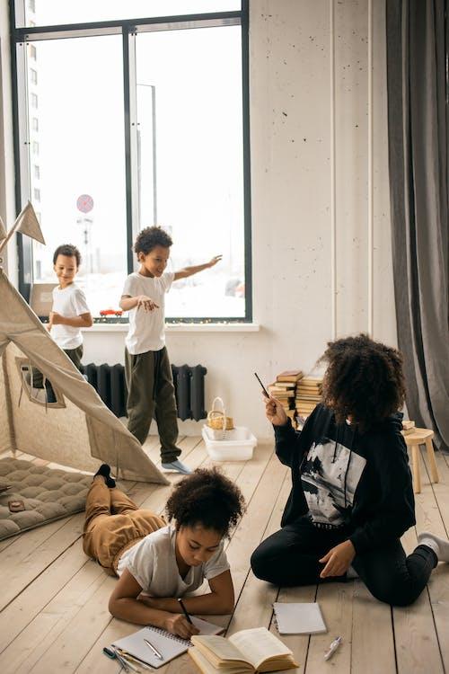 Fotos de stock gratuitas de alegre, apartamento, aprender