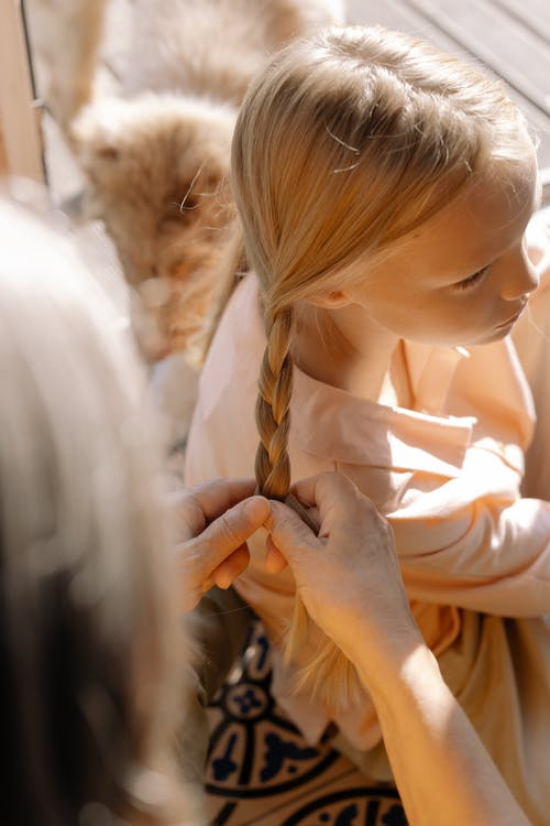 Ilmainen kuvapankkikuva tunnisteilla blondi, kampaus, lapsi