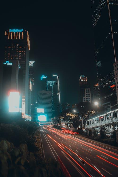シティ, 垂直ショット, 夕方の無料の写真素材