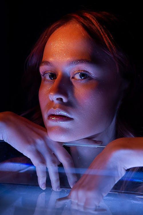 Fotobanka sbezplatnými fotkami na tému azúrová modrá, dáma, emócií