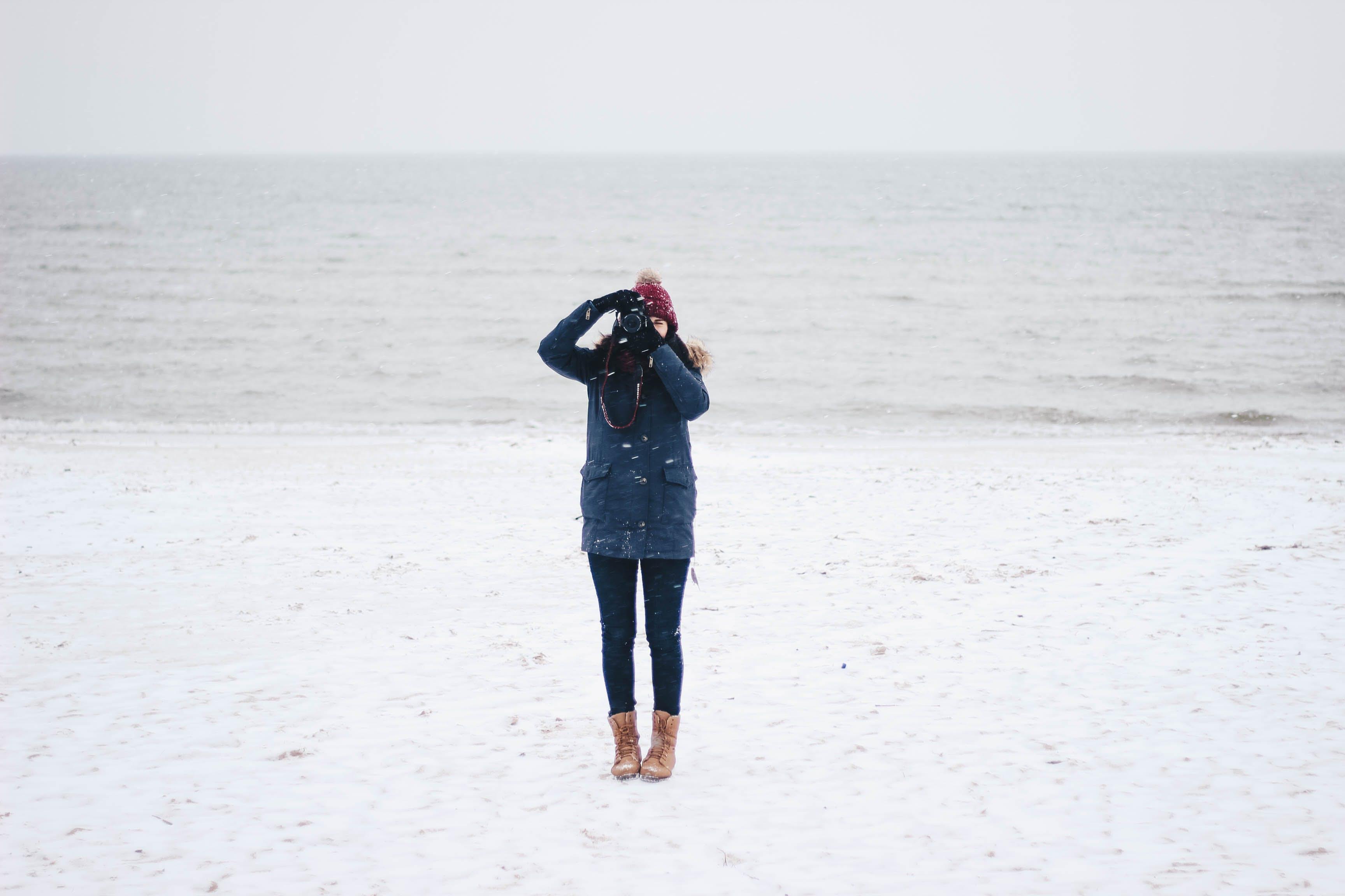 Kostenloses Stock Foto zu schnee, meer, landschaft, person