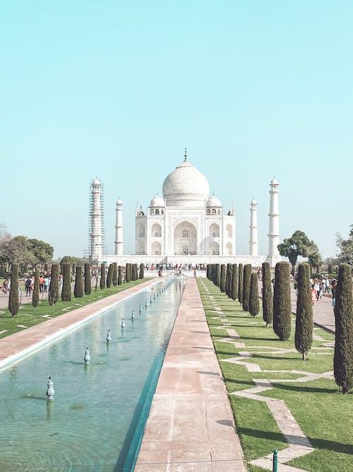 Amazing Taj Mahal Mausoleum during Daytime