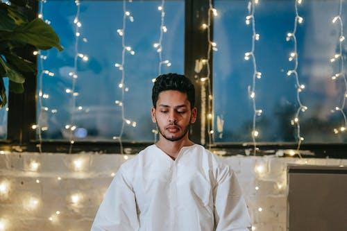 Gratis stockfoto met bidden, binnen, binnenshuis