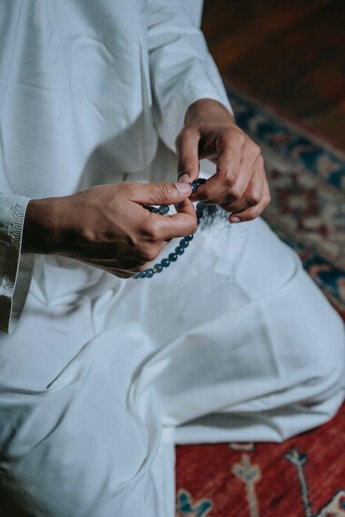 Foto stok gratis agama, berdoa, berlutut
