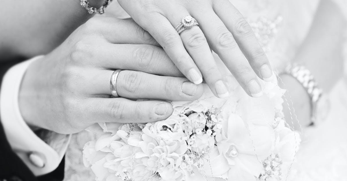 Свадебная картинка с кольцами черно белая, открытки анимация поздравления