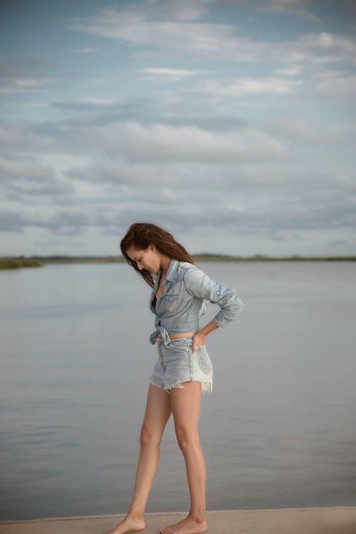 Бесплатное стоковое фото с вода, девочка, дневное время, женщина