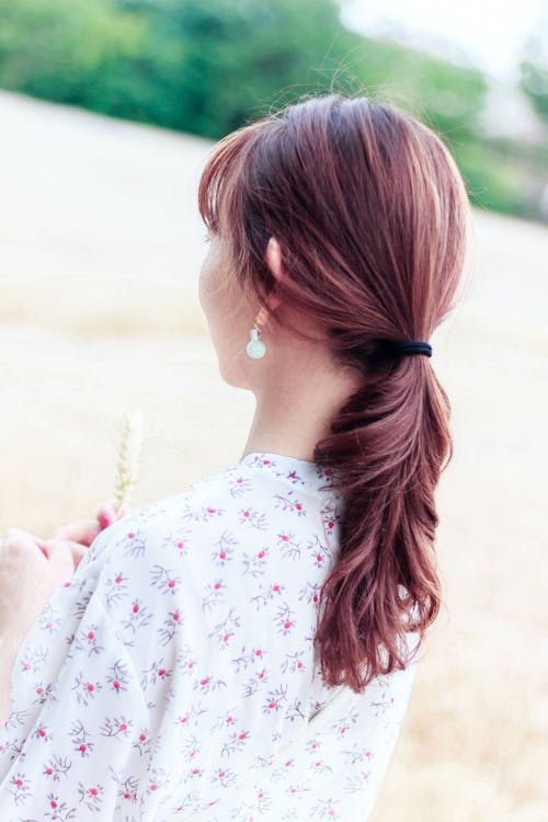 Ilmainen kuvapankkikuva tunnisteilla henkilö, kiharat hiukset, korvakoru, nainen