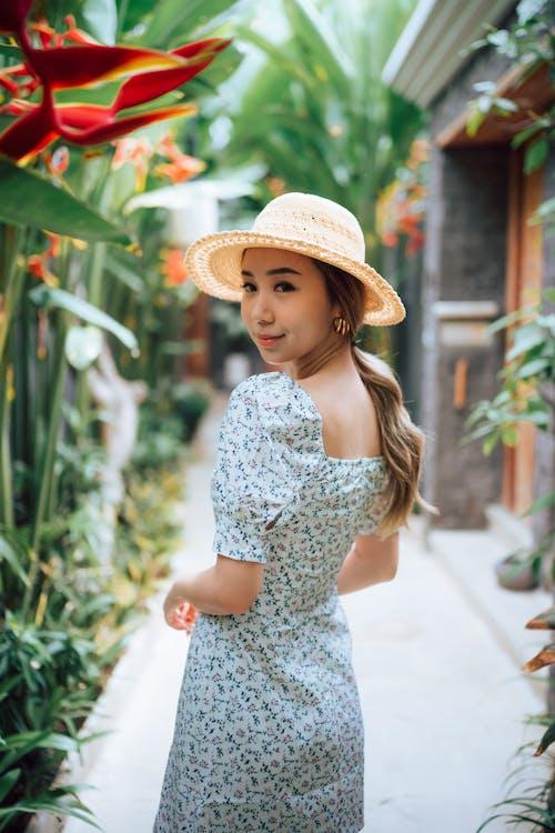 亞洲女人, 亞洲女性, 垂直拍攝 的 免費圖庫相片