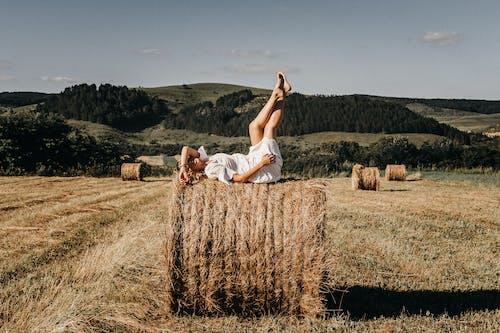 Gratis stockfoto met aantrekkelijk, been omhoog, biologisch
