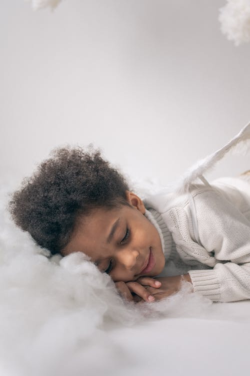 Kostenloses Stock Foto zu afroamerikaner junge, angenehm, augen geschlossen