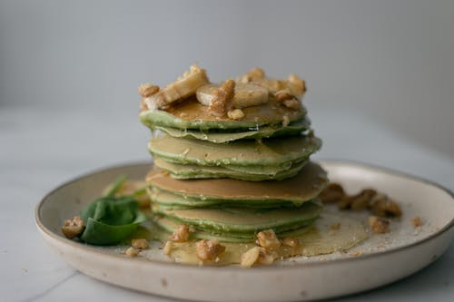 Delicious spinach pancakes with honey bananas and walnuts