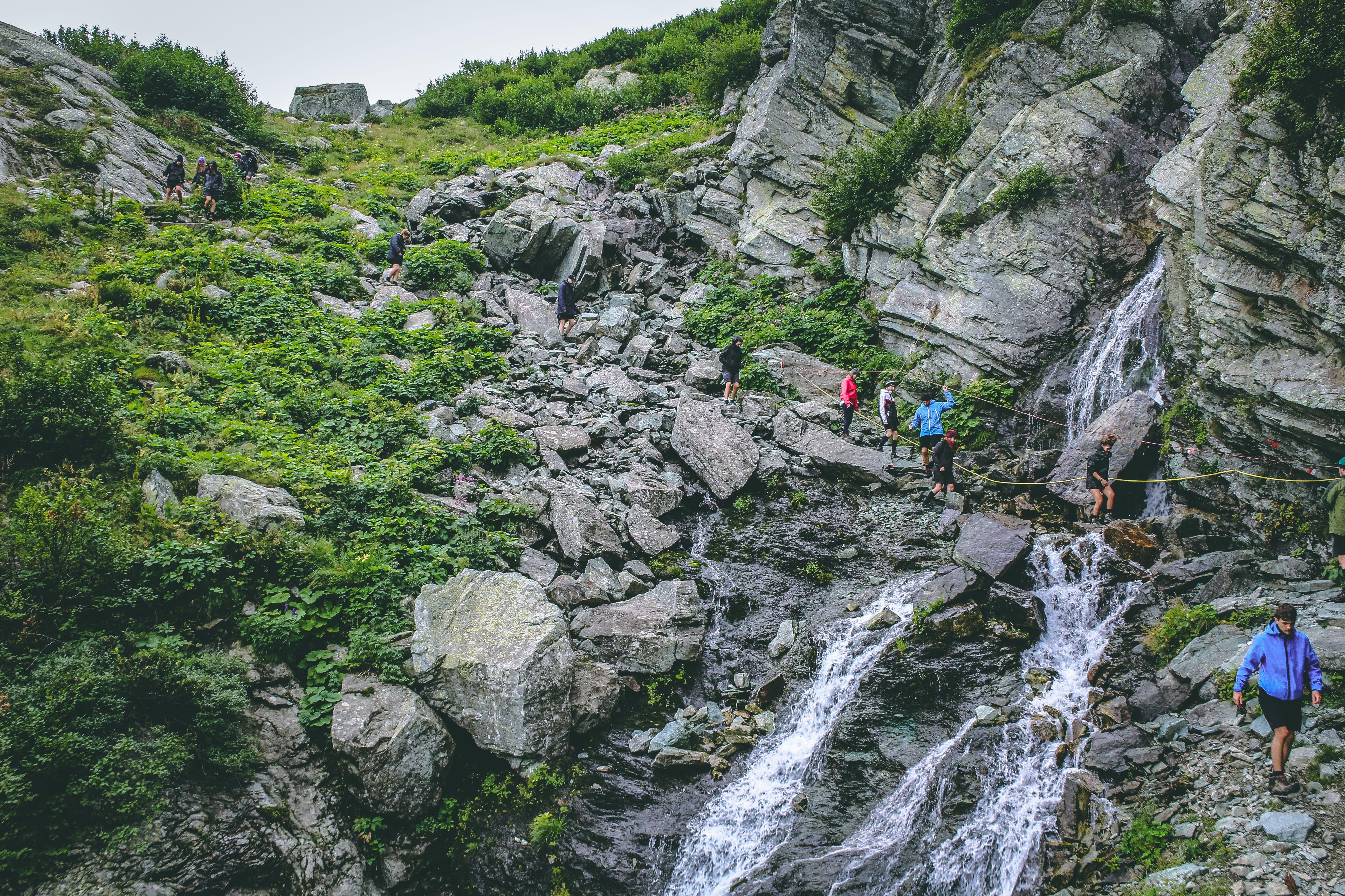 Gratis lagerfoto af bjerg, bjergbestigere, bjergbestigning, dagslys