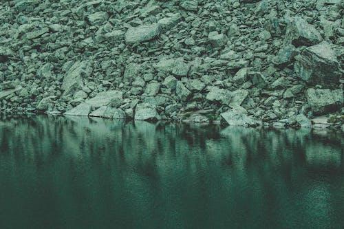 Gratis lagerfoto af klippefyldt, ro, rolig, sten