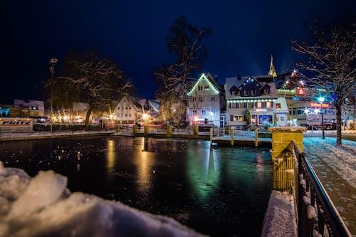 Fotobanka sbezplatnými fotkami na tému chladný, farebné svetlá, noc, odrazy
