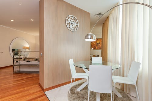 Spacious apartment with dining area and living room