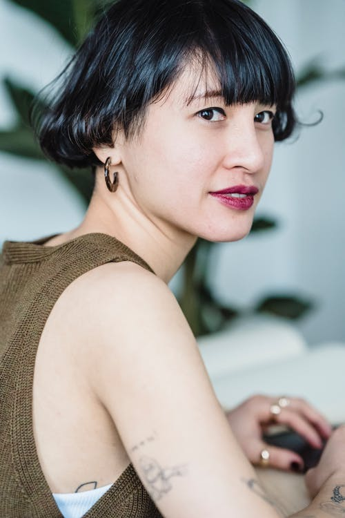 Бесплатное стоковое фото с азиатка, брюнетка, в помещении