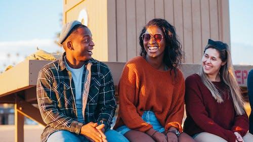 Fotobanka sbezplatnými fotkami na tému baviť sa, byť spolu, černoch