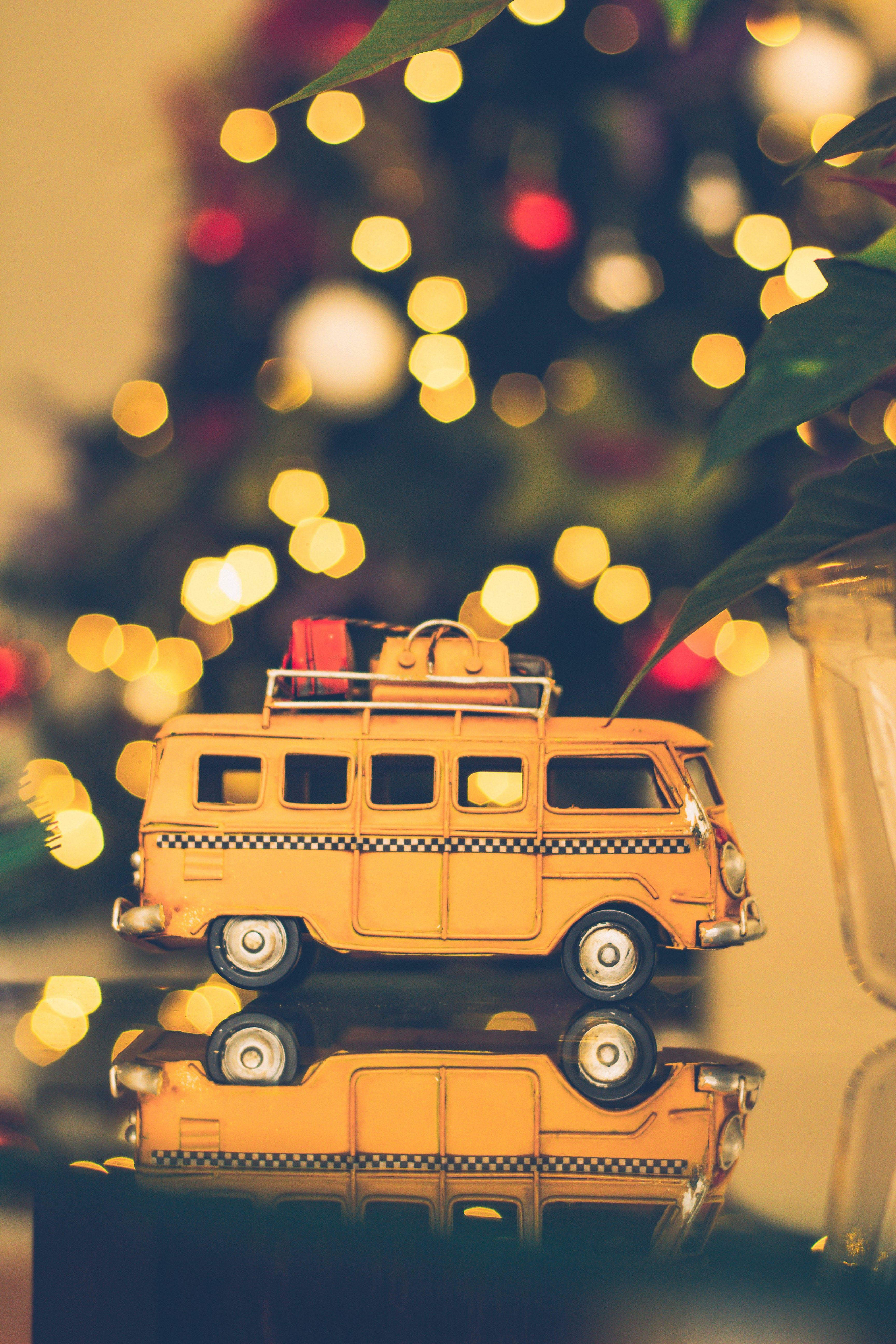 Kostenloses Stock Foto zu auto, baum, beleuchtung, bokeh