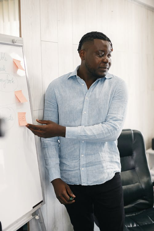 Ilmainen kuvapankkikuva tunnisteilla afroamerikkalainen mies, keskustella, letitetyt hiukset