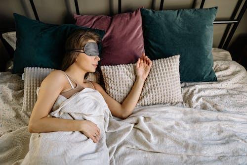 在家, 女人, 室內 的 免费素材图片