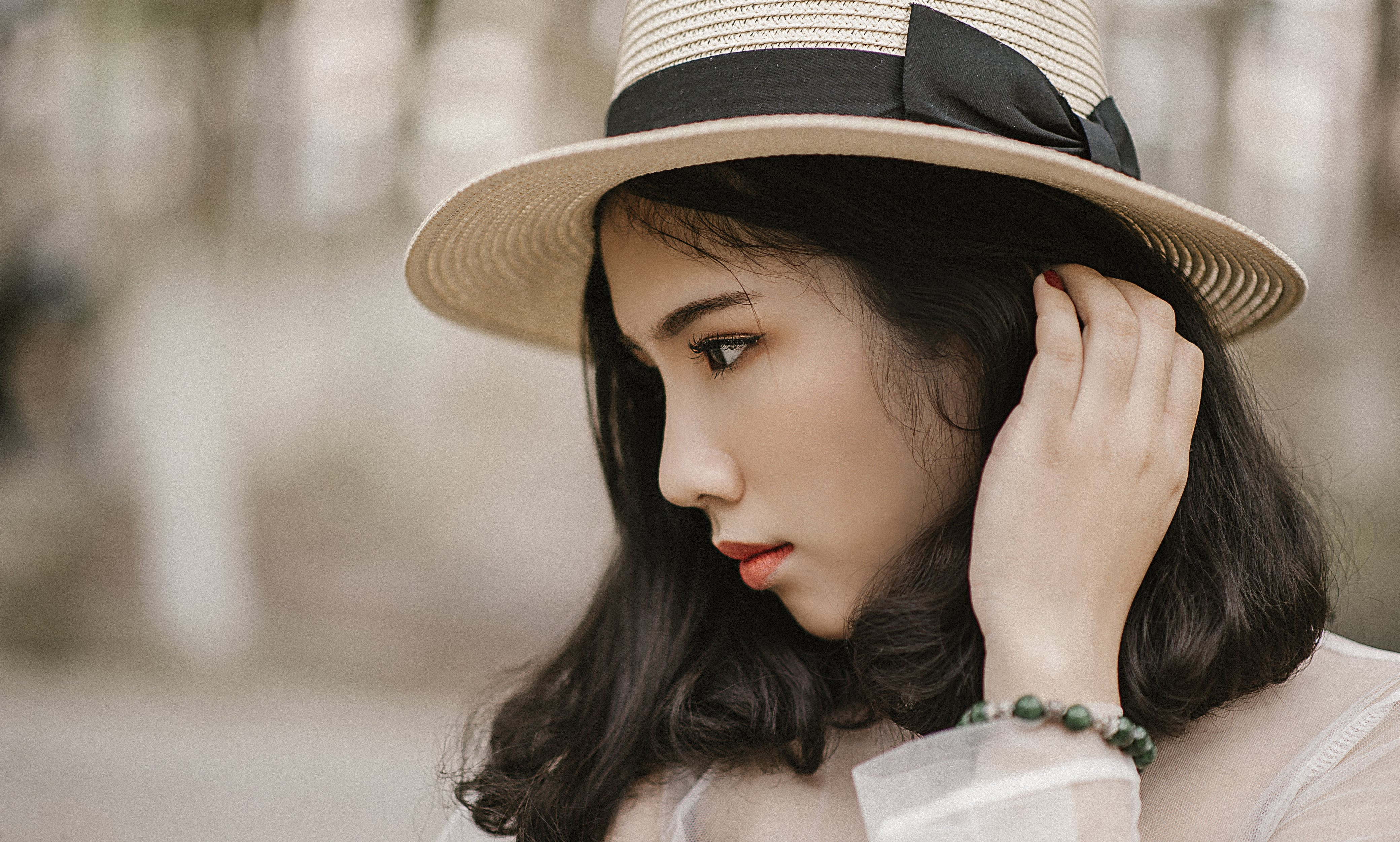 Shallow Focus Photography of Woman Wearing Brown Sun Hat