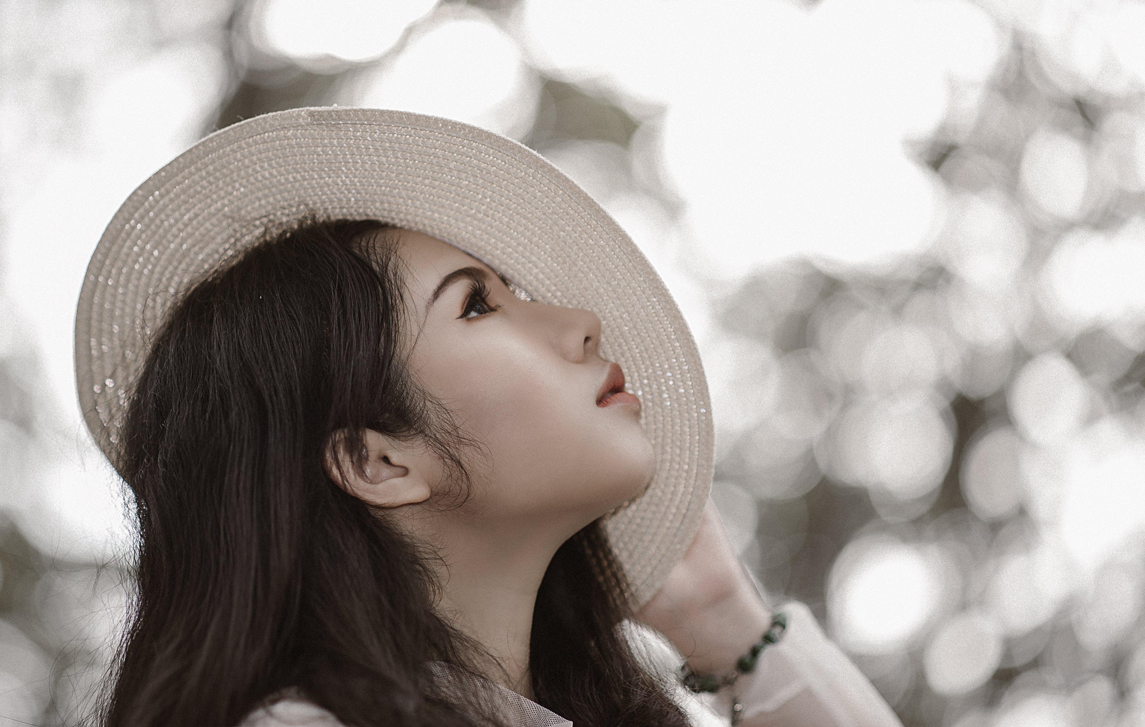 Darmowe zdjęcie z galerii z azjatka, bransoletka, dziewczyna, kapelusz