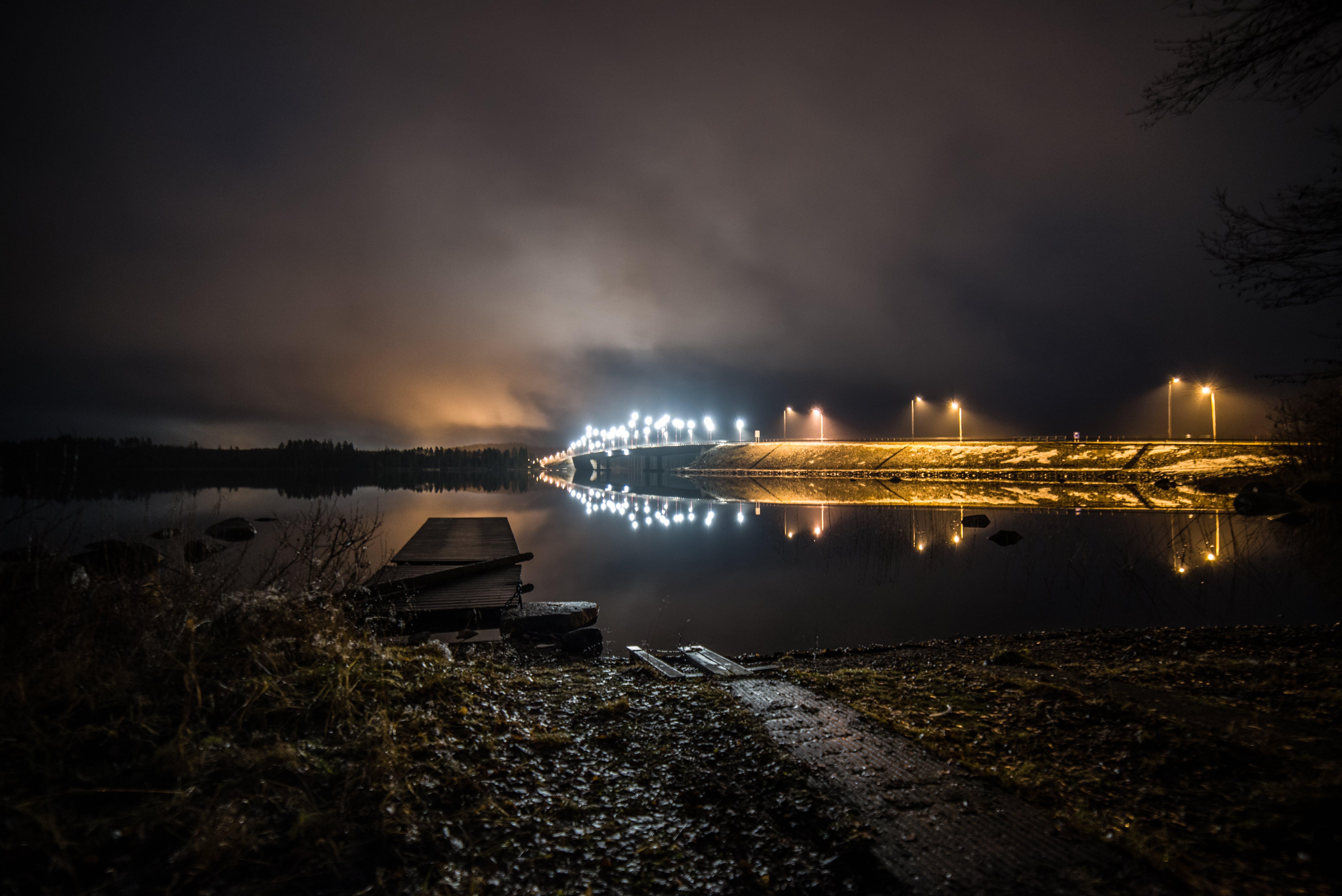 Kostenloses Stock Foto zu abend, beleuchtung, brücke, dunkel