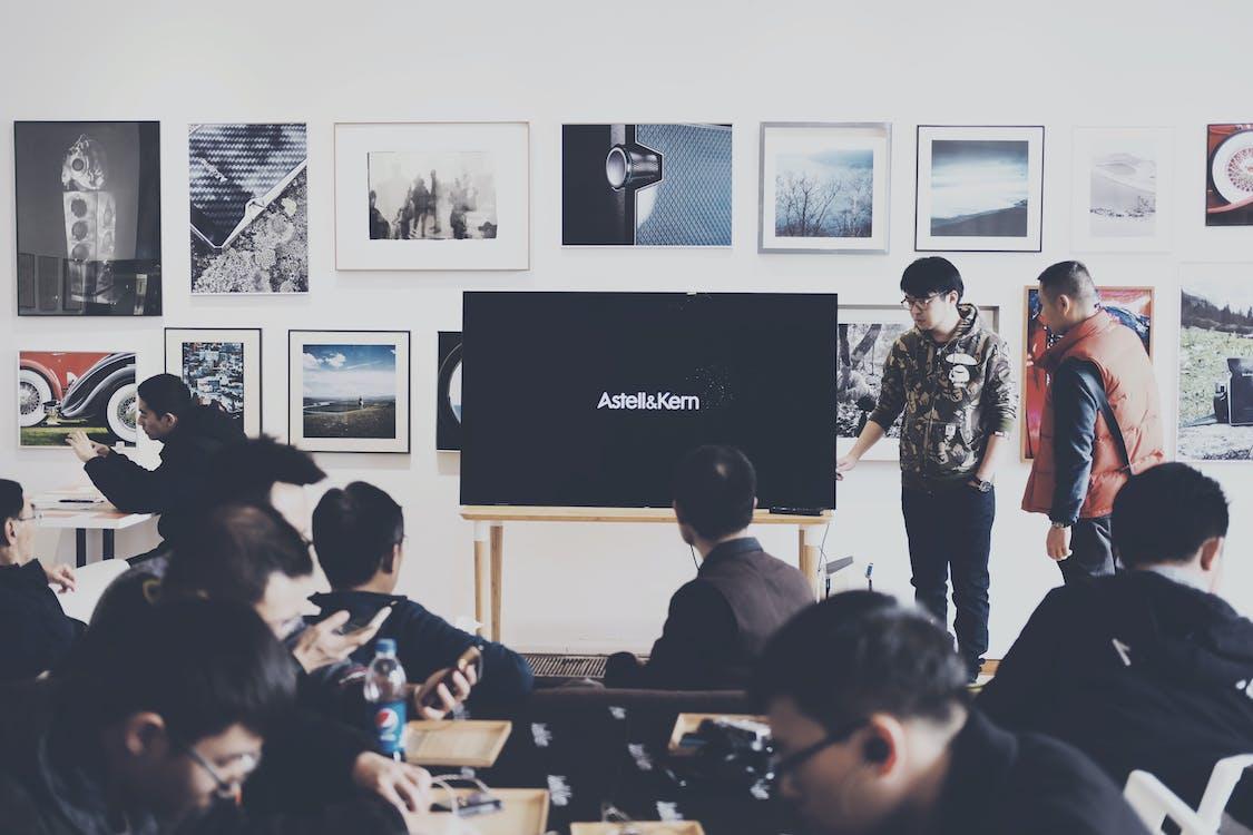 в помещении, выставка, комната