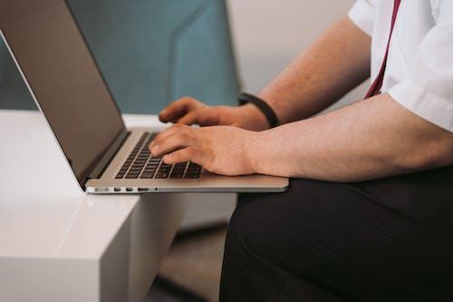 Kostenloses Stock Foto zu computer-laptop, digitaler nomade, freelancer