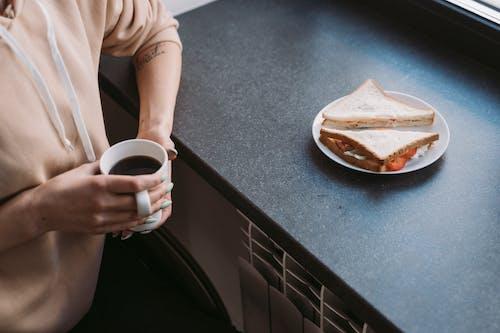 Foto d'estoc gratuïta de amb caputxa, cafè, dessuadora amb caputxa