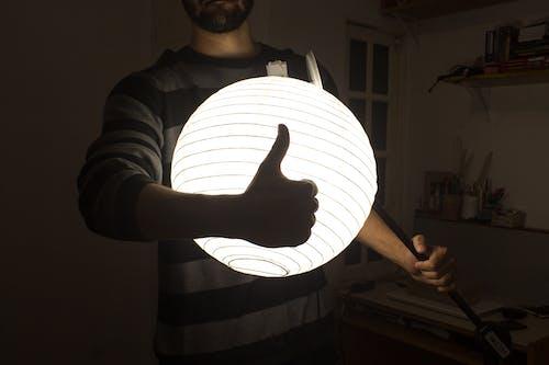 Ảnh lưu trữ miễn phí về ánh sáng, giơ ngón tay cái lên, Máy ảnh, tối