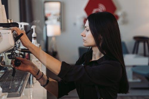 Foto d'estoc gratuïta de barista, cadira de rodes, cafè