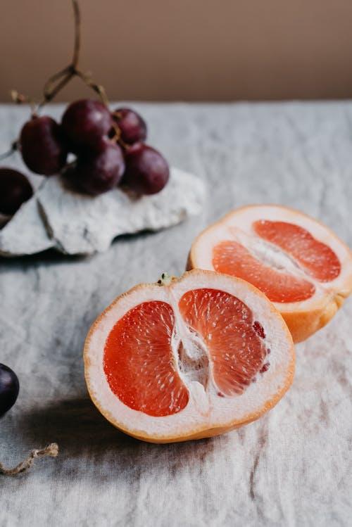 Бесплатное стоковое фото с апельсин, в помещении, вертикальный выстрел