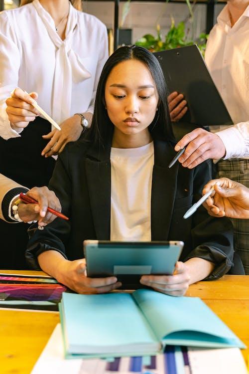 iPad, アジアの女性, コラボレーションの無料の写真素材