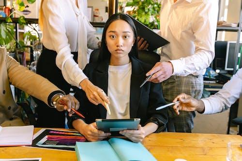 Ilmainen kuvapankkikuva tunnisteilla aasialainen nainen, aivoriihi, älykäs rento