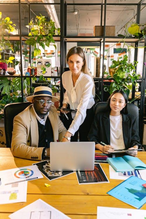 Ilmainen kuvapankkikuva tunnisteilla aasialainen nainen, business, hymyily