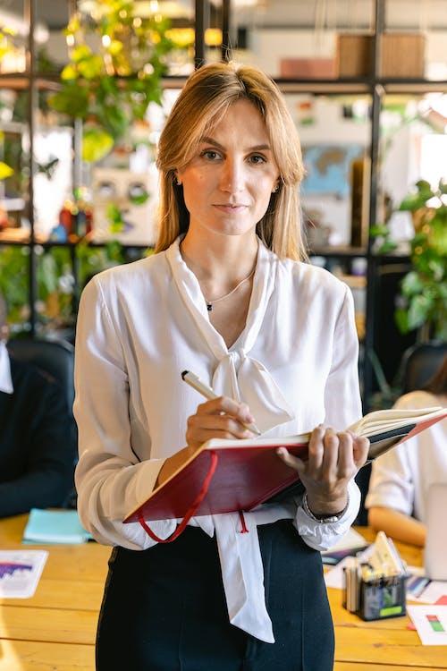 Δωρεάν στοκ φωτογραφιών με business woman, άνθρωπος, άτομο