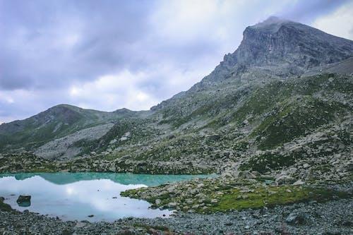 Gratis stockfoto met altitude, bergen, bergmeer, bewolkte lucht