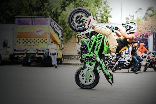 Бесплатное стоковое фото с кавасаки, мотоцикл, трюк