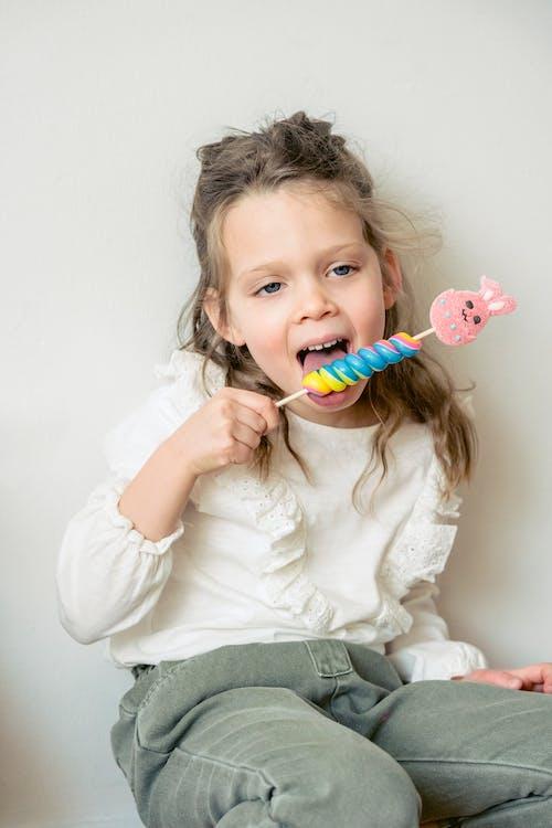 Photos gratuites de adorable, bonbon, bouche ouverte