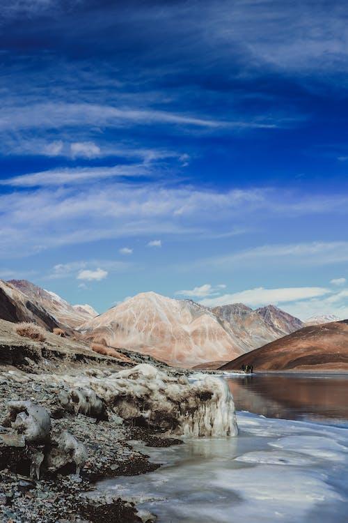 Безкоштовне стокове фото на тему «блакитна вода, блакитне небо, вертикальні постріл»