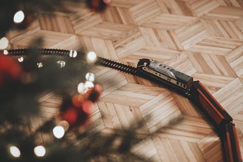 คลังภาพถ่ายฟรี ของ การกระทำ, การเคลื่อนย้าย, ของเล่น, ต้นคริสต์มาส