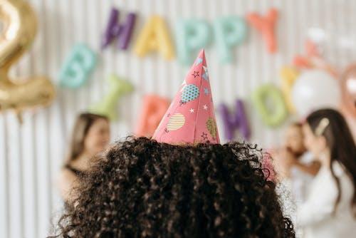Foto profissional grátis de cabeça, cabelo cacheado, celebração
