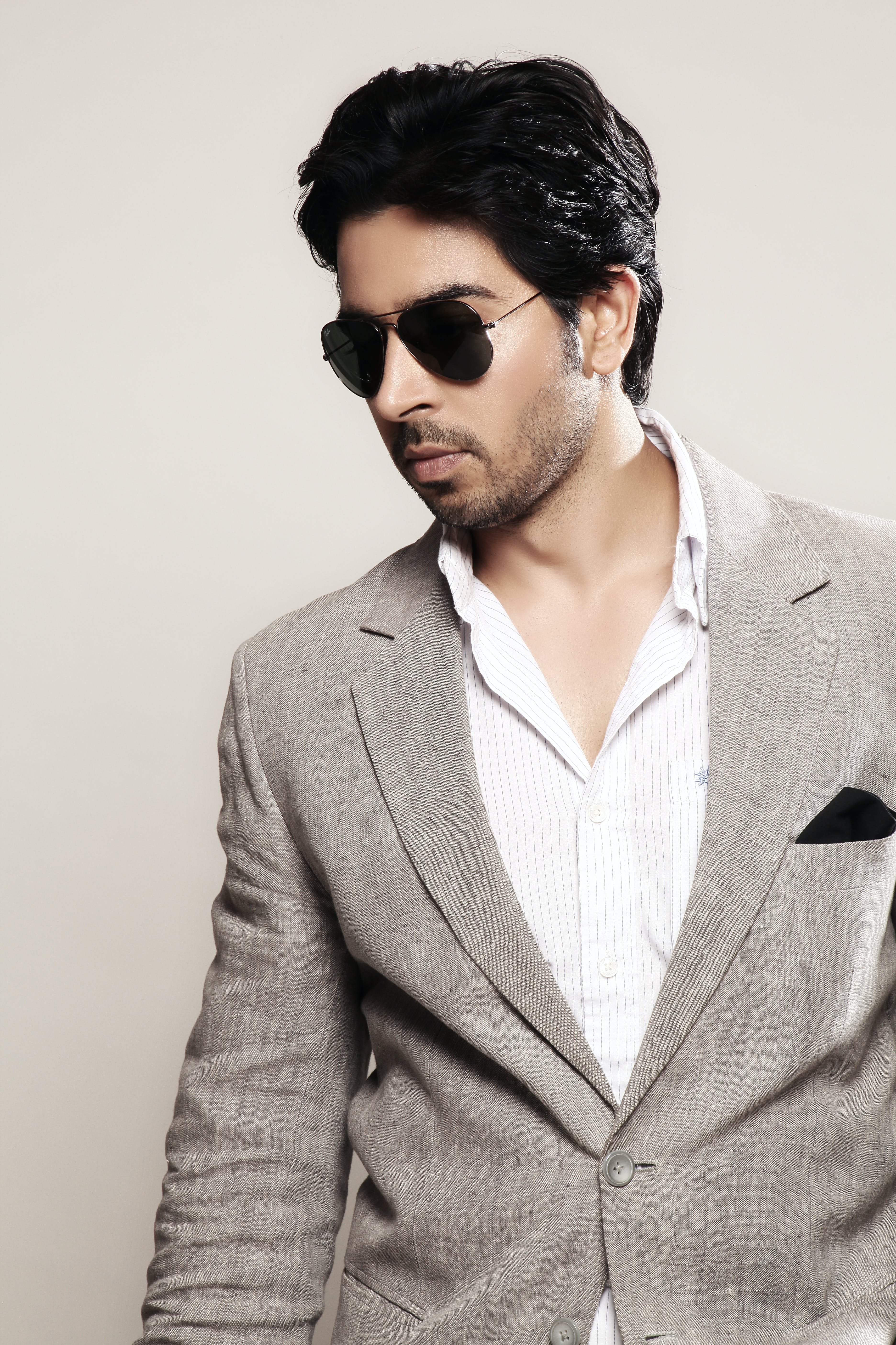 Free stock photo of businessman in grey suit, handsome man in shades and grey suit