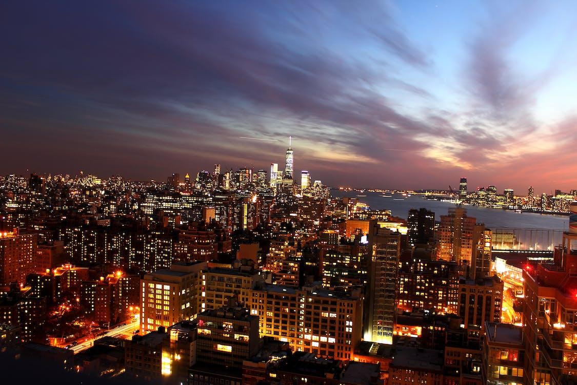 akşam, aydınlatılmış, binalar