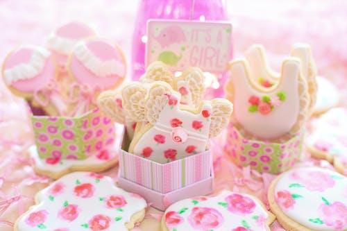 Gratis lagerfoto af baby pige brusebad, bage, bagning