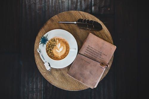 Základová fotografie zdarma na téma brk, caffè latte art, dřevěný